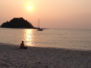 The smoke haze even reached beyond Malaysia's shores onto its islands, such as Pulao Pangkor where it filtered the setting sun. © Donatella Lorch