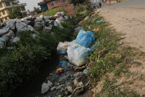 Garbage is dumped everywhere including in the open sewers running through this upscale neighborhood. © Donatella Lorch