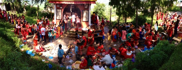On The 5th and last day of Teej, women crowd a temple's grounds to offer Puja. Bhaisepati, Lalitpur © Donatella Lorch
