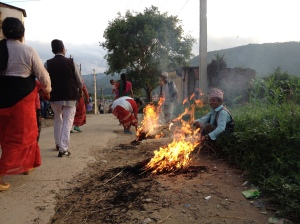 Fires are often part of religious rituals as these impromptu ones along a procession route. © Donatella Lorch